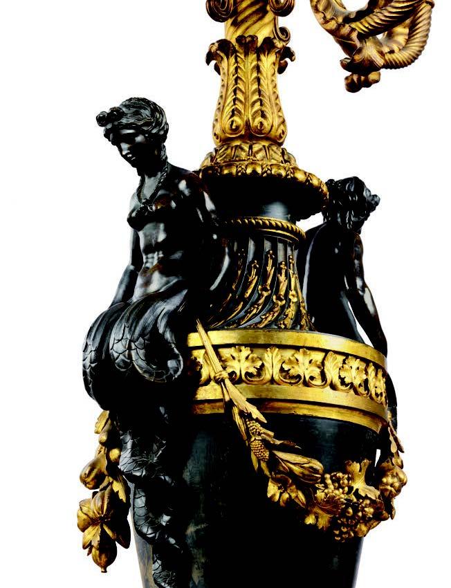 Exceptionnelle et monumentale suite de quatre candélabres aux sirènes en bronze patiné, verni bleu et doré deux tons d'or, époque Louis XVI, attribués au bronzier François Rémond