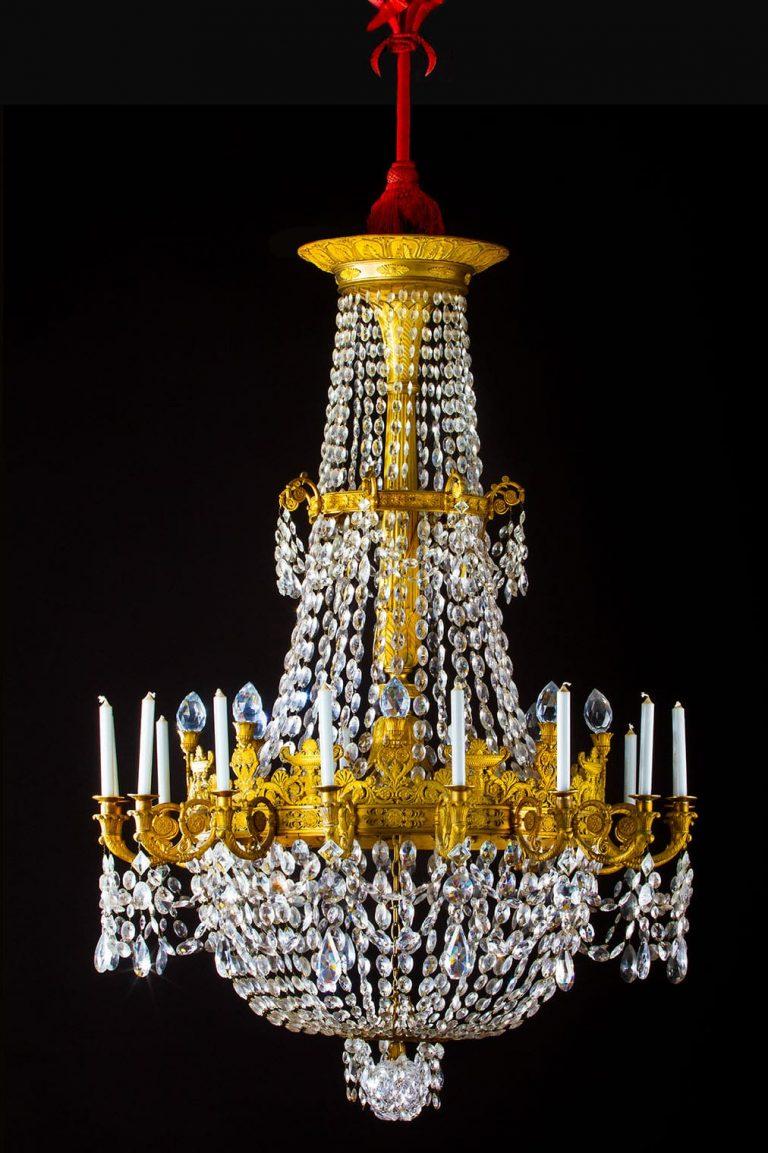 Important lustre en cristal de roche et bronze doré, à 24 lumières.