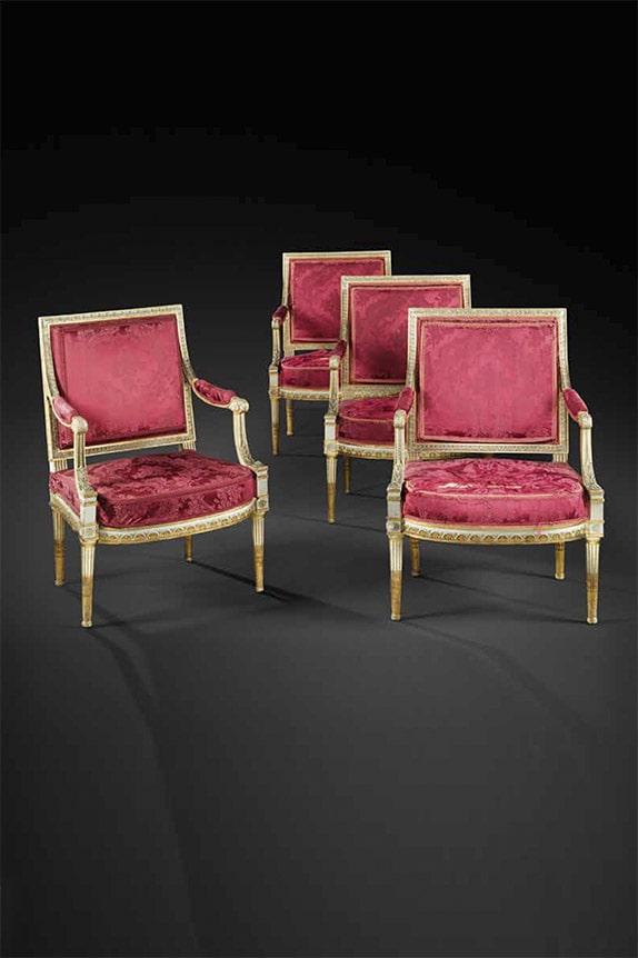 Mobilier de Jacob - suite de deux marquises, quatre fauteuils et quatre chaises en bois peint et doré à dossier plat.