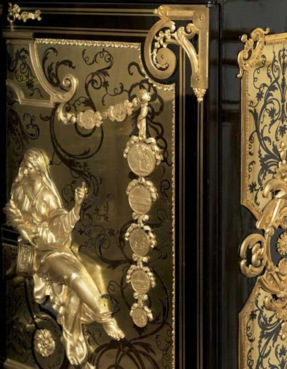 Deux importantes armoires à médailles