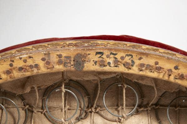 Importante bergère en bois doré à dossier plat à renversement