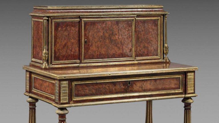 Table à gradin dit aussi bonheur du jour, Adam Weisweiler, Epoque Louis XVI, vers 1785.